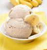 Бананов сладолед с кафява захар и цедено кисело мляко