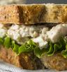 Как да си направите сандвич с пилешка салата