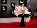 "Бляскави тоалети на наградите ""Грами"""