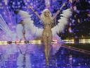 Блясък и диаманти в шоуто на  Victoria's Secret