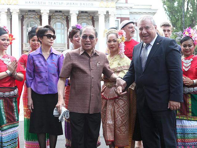 Резултат с изображение за България и Тайланд.