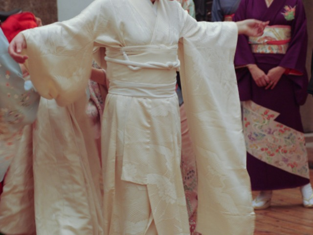 Сватбено кимоно на Ханае Мори - Az-jenata.bg