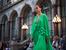 Рокли с дълбоки деколтета и ярки цветове в колекцията на Виктория Бекъм